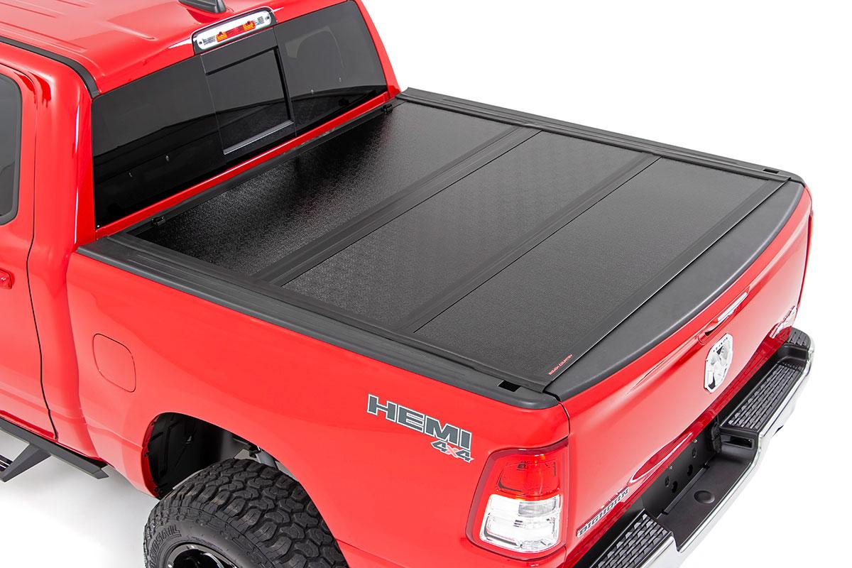Rough Country Low Profile Hard Tri-Fold Tonneau Cover Quad/Mega Cab, 5.5ft Bed w/o box - Dodge Ram 1500 2019-21