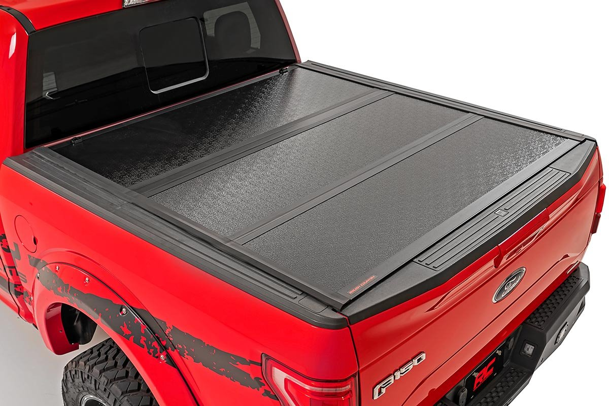 Rough Country Low Profile Hard Tri-Fold Tonneau Cover, 5ft Bed w/ Factory Cargo Mgmt - Nissan Frontier 2005-21